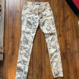 Cream Floral Jeans - Hot Kiss